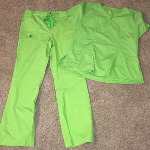 Crocs 2 pc scrub set sz sp top sz med bottom